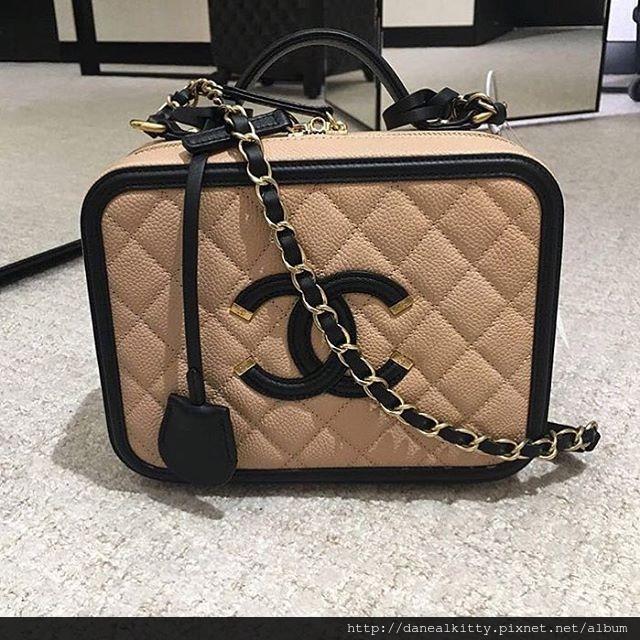 Chanel-Vanity-Case-3.jpg