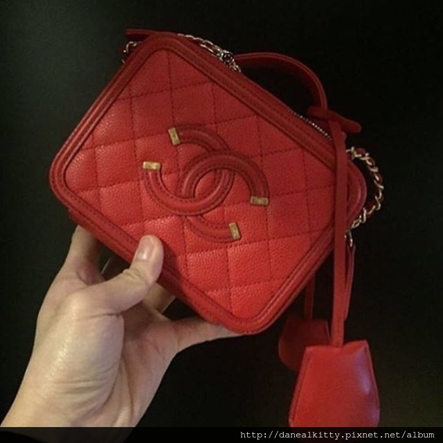 Chanel-CC-Filigree-Vanity-Case-Bag-red.jpg