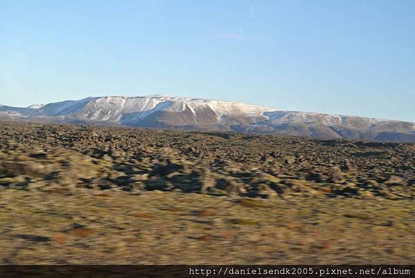 山上已經覆蓋皚皚白雪