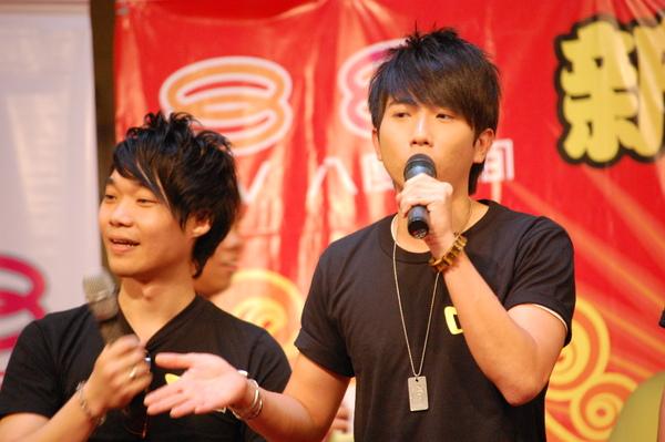 8TV_037.JPG