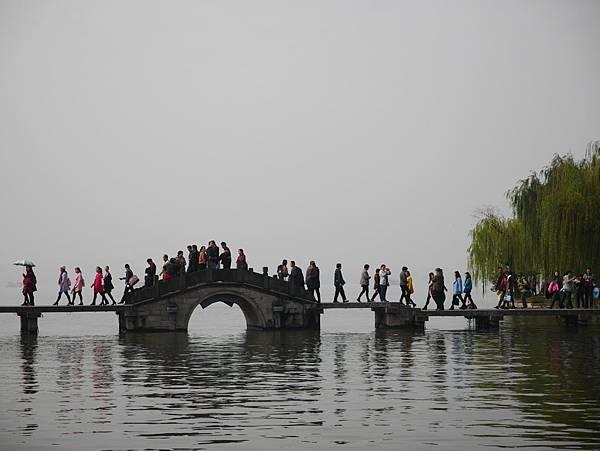 湧金廣場-看遠方的橋
