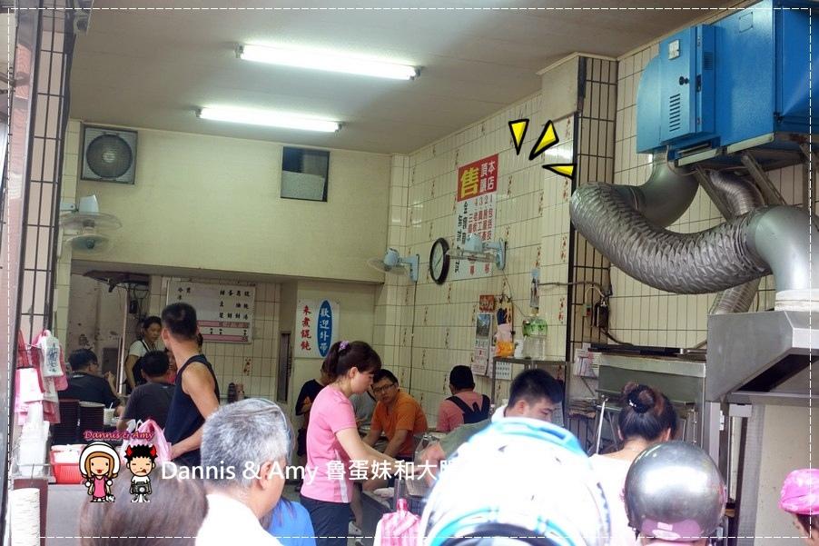 《基隆在地人推薦的早餐》陳家蔥油餅  餛飩湯 先煎再烤的袖珍型迷你尺寸葱油餅︱好吃又香的人氣排隊店 (3).jpg