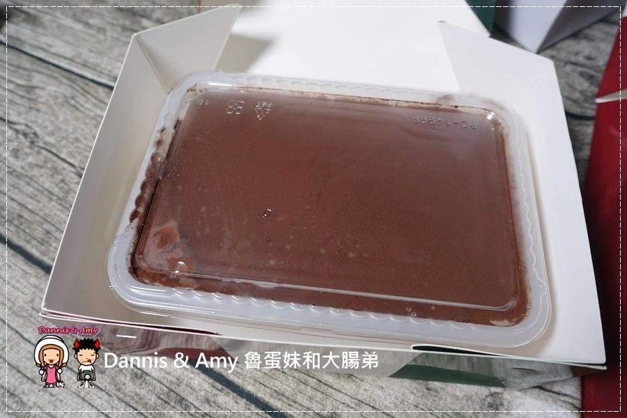 20160824《新竹甜點推薦》Safini TIRAMISU 莎費尼純義風提拉米蘇。原味。酒味。草苺。開心果。綜合莓果︱每日限量手工製作。可宅配可到店自取~附影片 (19).jpg