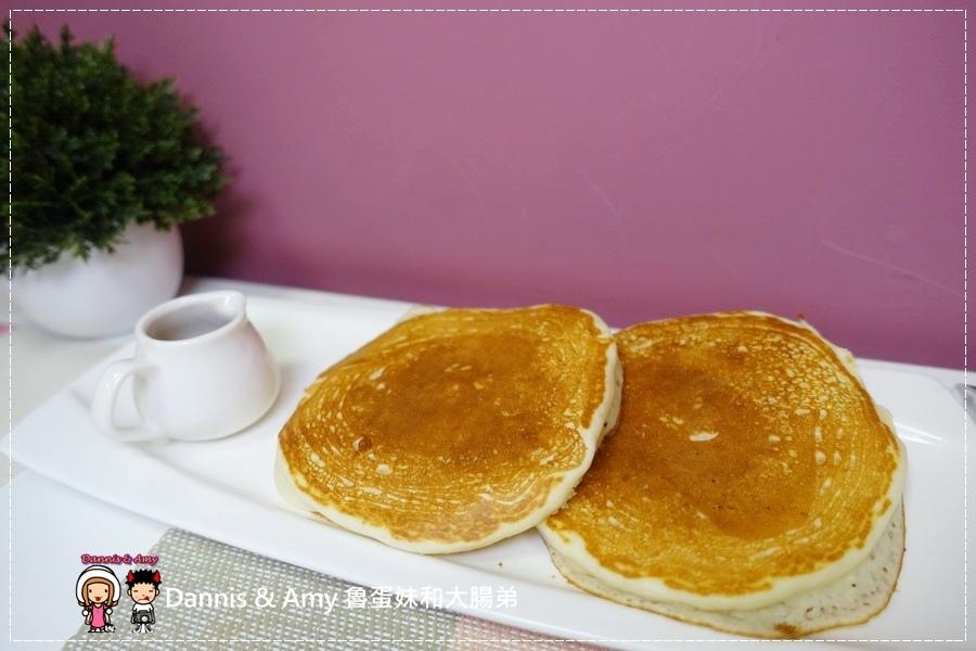 20160826《台中早餐分享》蘇菲亞的早晨 建康的美式早午餐。美式熱起司三明治。起士煎餅。輕食三明治︱ 台中金典酒店旁 ~吃吃吃影片 (32).jpg