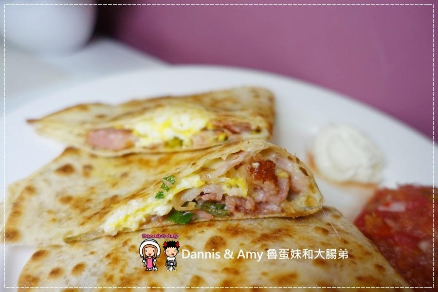 20160826《台中早餐分享》蘇菲亞的早晨 建康的美式早午餐。美式熱起司三明治。起士煎餅。輕食三明治︱ 台中金典酒店旁 ~吃吃吃影片 (42).jpg
