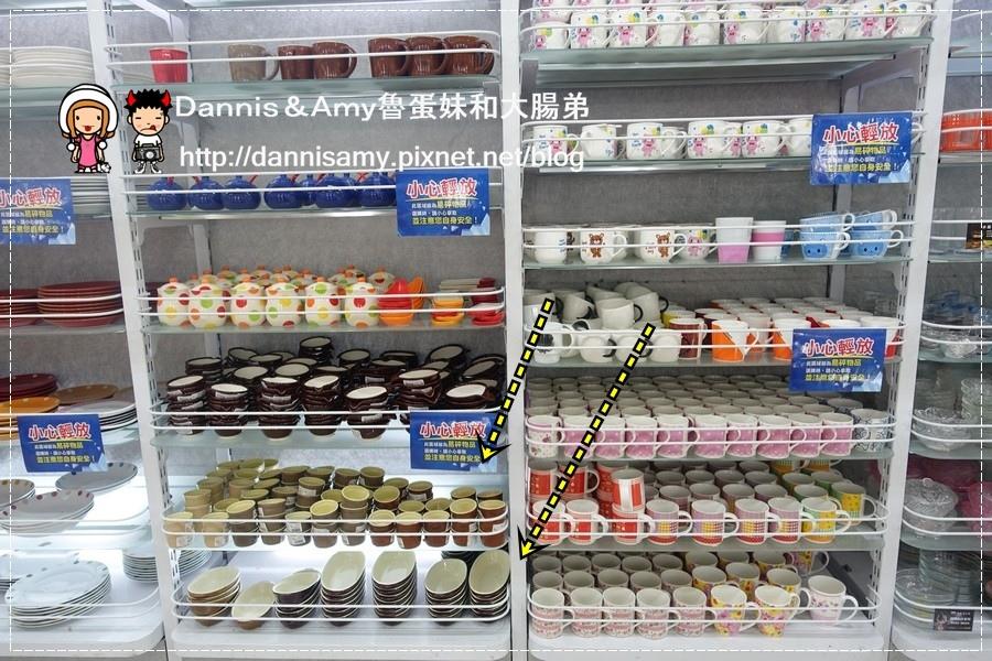 20160702《大創購物分享》巨城購物中心大創DAISO JAPAN亂亂買~寵物拋球玩具 。餐墊。烤布丁器皿︱開箱影片 (13).jpg