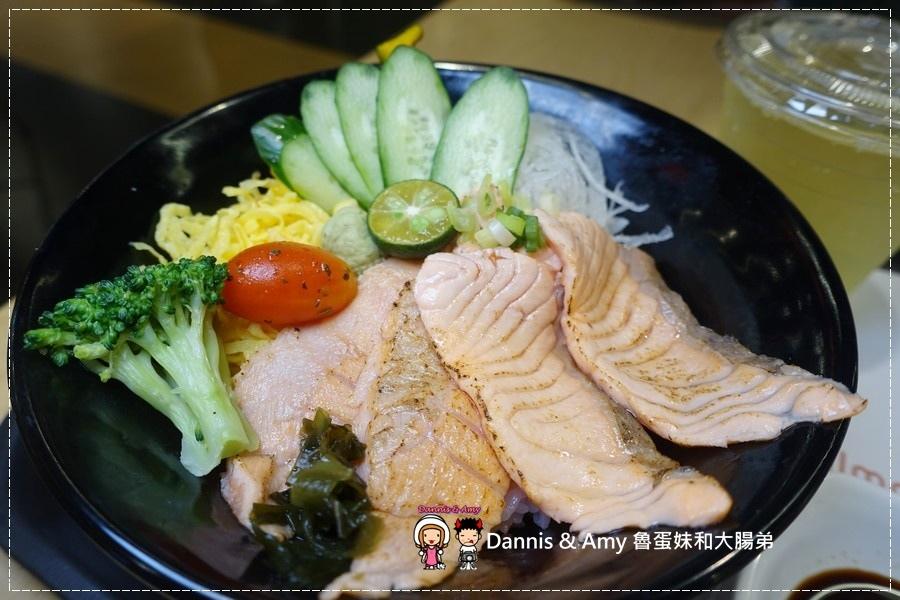 20161003《巨城美食街餐廳》Supreme Salmon美威鮭魚-新竹巨城店-全台灣第一家鮭魚料理專賣店。燉飯、義大利麵。丼飯。握壽司 ︱挪威直送現點現做有新鮮!!(附影片) (21).jpg