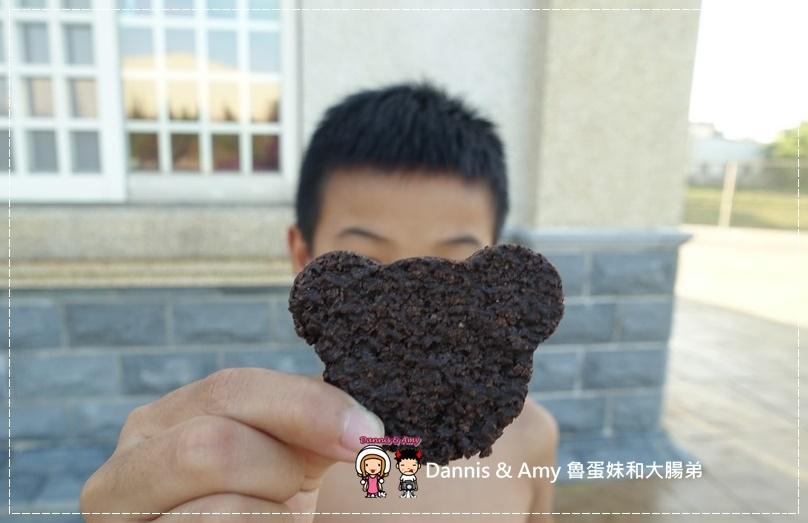 20161016《網購好吃餅乾》當糙米遇上黑巧克力就成了一吃就愛上的自然主意米可酥巧克力。不是米可白喔!︱一口接一口停不了(影片) (1).jpg