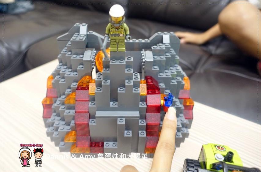 20161020《益智玩具開箱》︱誰能抵擋LEGO樂高積木的神奇魔力x60125 Volcano Heavy火山探險重型載運直升機 ︱玩具反斗城獨家販售!! (影片) (7).jpg
