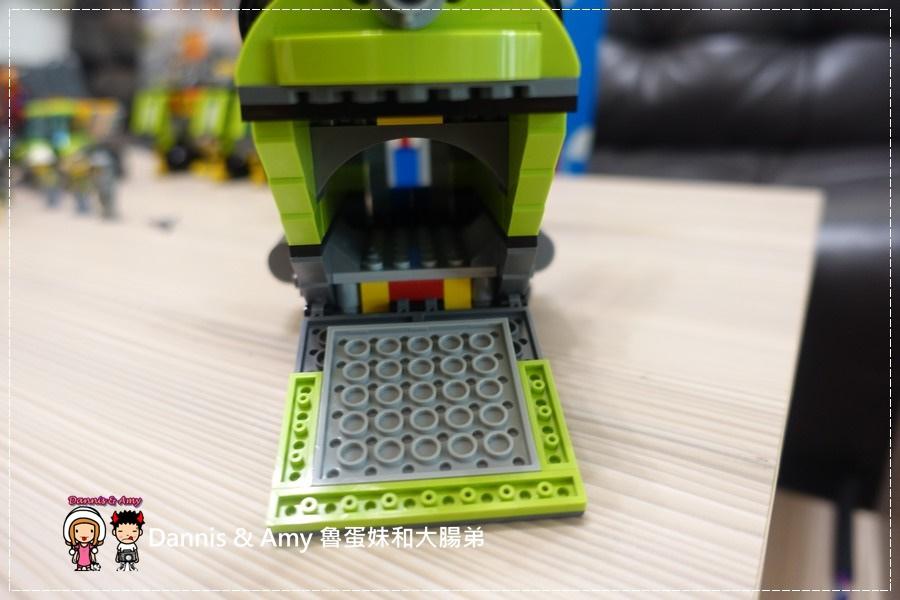 20161020《益智玩具開箱》︱誰能抵擋LEGO樂高積木的神奇魔力x60125 Volcano Heavy火山探險重型載運直升機 ︱玩具反斗城獨家販售!! (影片) (9).jpg