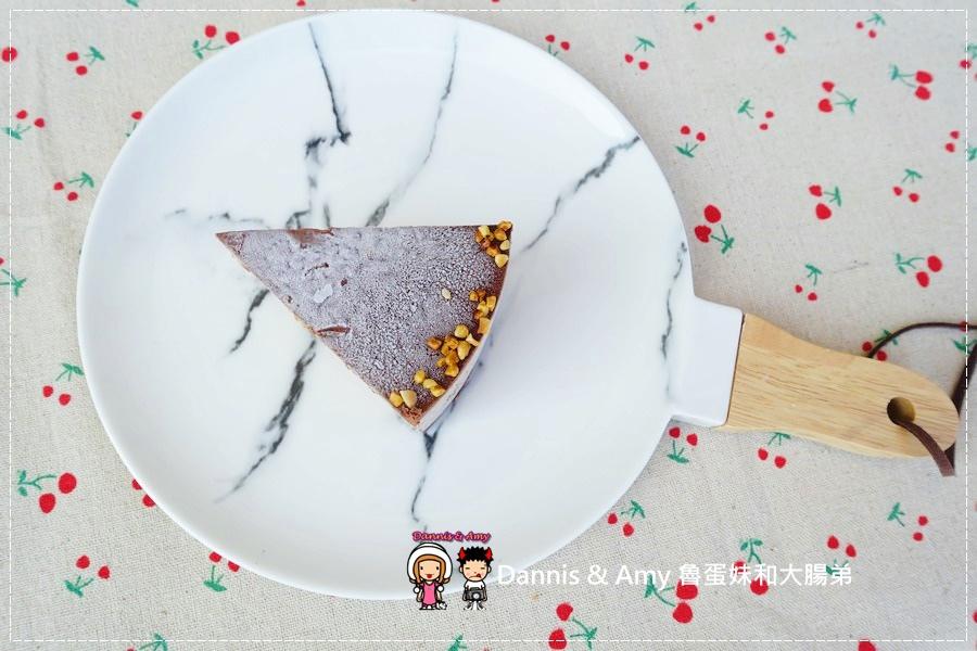 20161217《高雄宅配蛋糕》【品好乳酪蛋糕】貝禮詩香蕉生巧克力重乳酪蛋糕-微醺大人口味但小孩也搶食的美味|團購人氣甜點影片分享 (21).jpg
