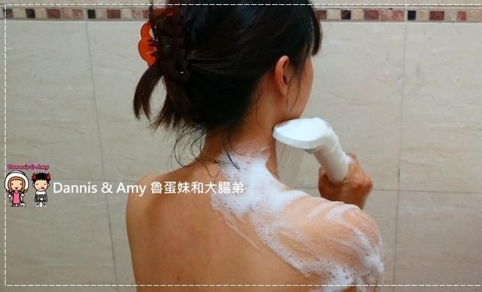 20170516《身體清潔》平價又實惠的國民品牌「白雪維他命E果酸沐浴乳」|(開箱影片) (9).jpg