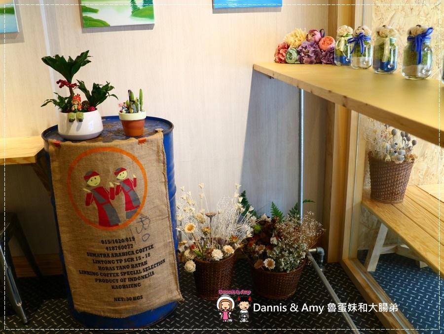 20170621《新竹平價外帶咖啡店》聚咖啡Together Coffee 。咖啡飲料。雙倍濃縮夏威夷拿鐵。菲卡夏三明治~|新竹巨城附近可內用~價格。營業時間分享(影片) (5).jpg