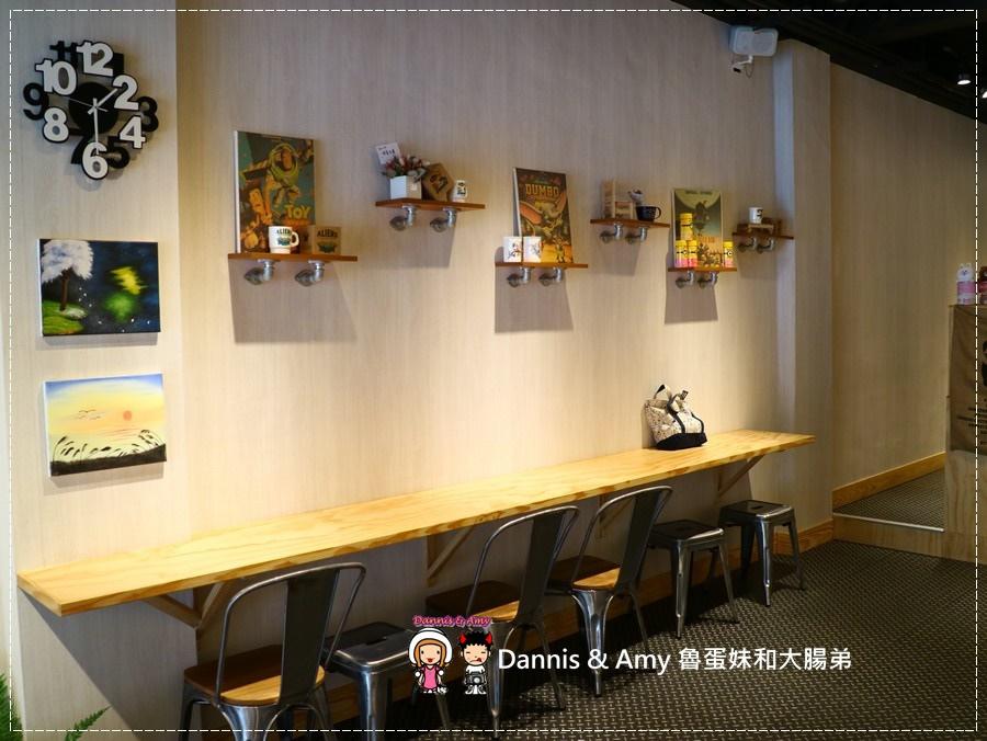 20170621《新竹平價外帶咖啡店》聚咖啡Together Coffee 。咖啡飲料。雙倍濃縮夏威夷拿鐵。菲卡夏三明治~|新竹巨城附近可內用~價格。營業時間分享(影片) (7).jpg