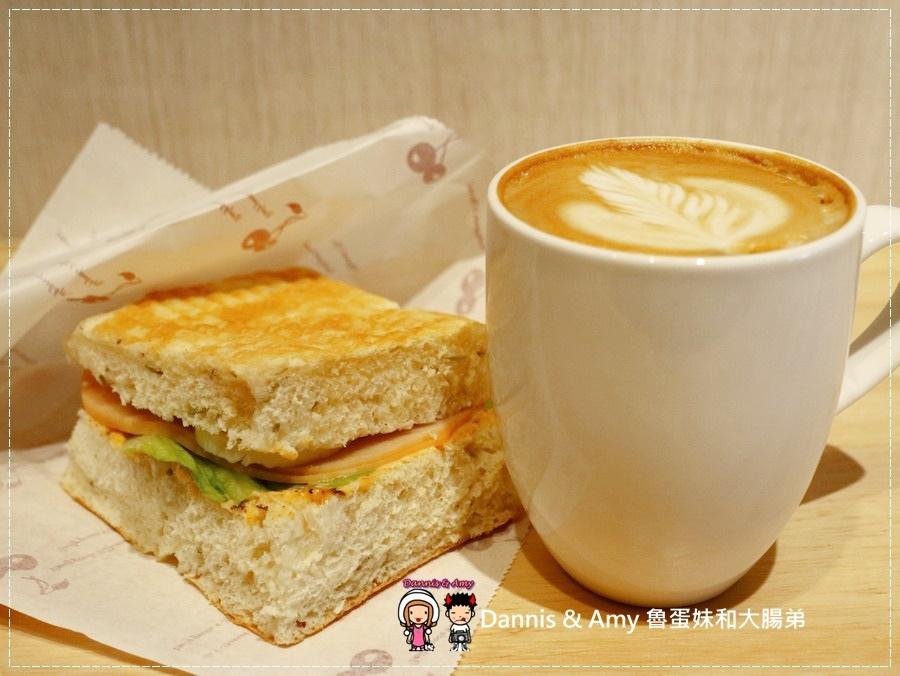 20170621《新竹平價外帶咖啡店》聚咖啡Together Coffee 。咖啡飲料。雙倍濃縮夏威夷拿鐵。菲卡夏三明治~|新竹巨城附近可內用~價格。營業時間分享(影片) (20).jpg