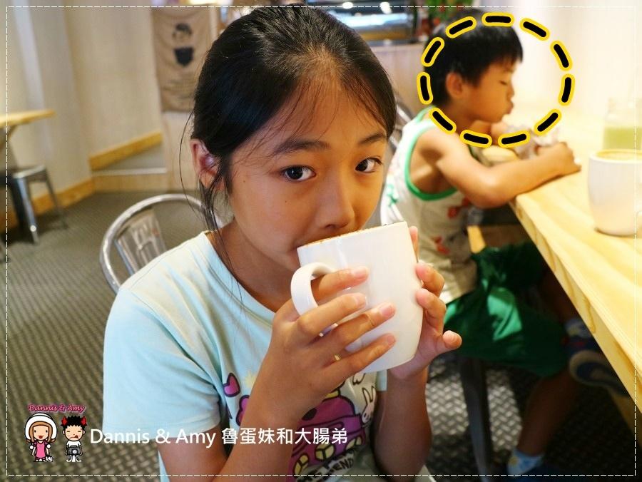 20170621《新竹平價外帶咖啡店》聚咖啡Together Coffee 。咖啡飲料。雙倍濃縮夏威夷拿鐵。菲卡夏三明治~|新竹巨城附近可內用~價格。營業時間分享(影片) (25).jpg