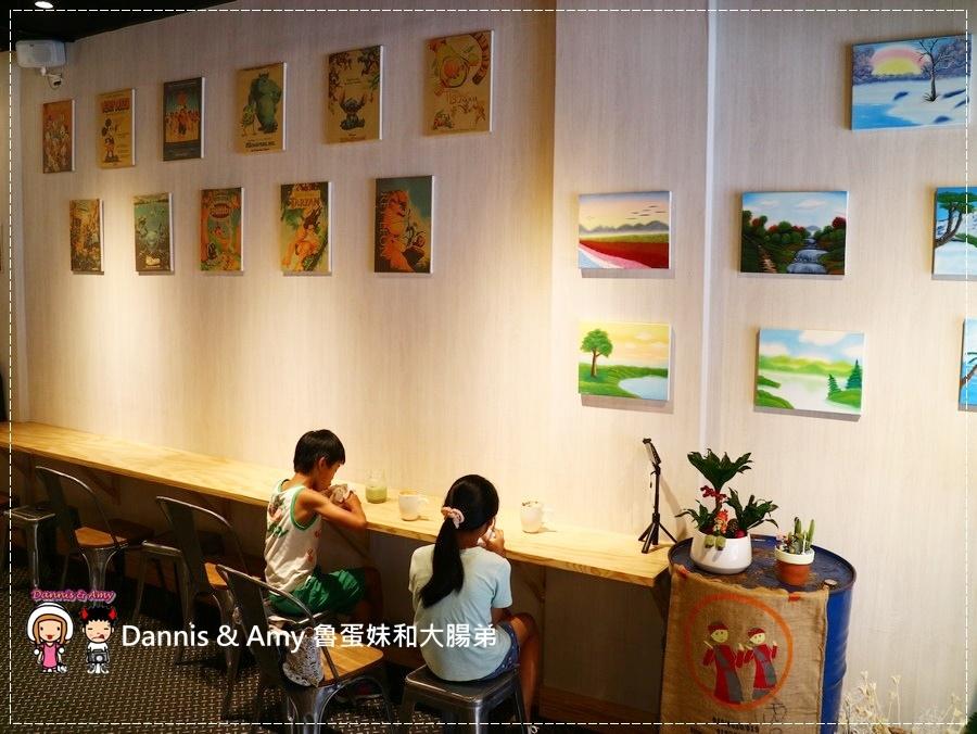 20170621《新竹平價外帶咖啡店》聚咖啡Together Coffee 。咖啡飲料。雙倍濃縮夏威夷拿鐵。菲卡夏三明治~|新竹巨城附近可內用~價格。營業時間分享(影片) (27).jpg