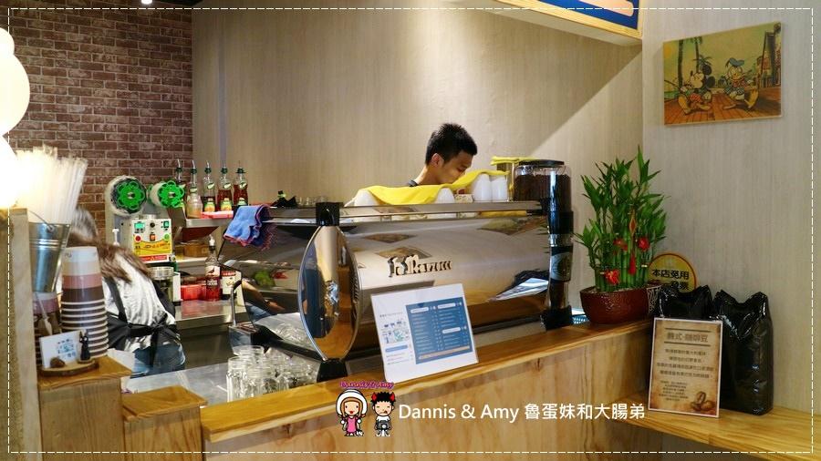 20170621《新竹平價外帶咖啡店》聚咖啡Together Coffee 。咖啡飲料。雙倍濃縮夏威夷拿鐵。菲卡夏三明治~|新竹巨城附近可內用~價格。營業時間分享(影片) (34).jpg