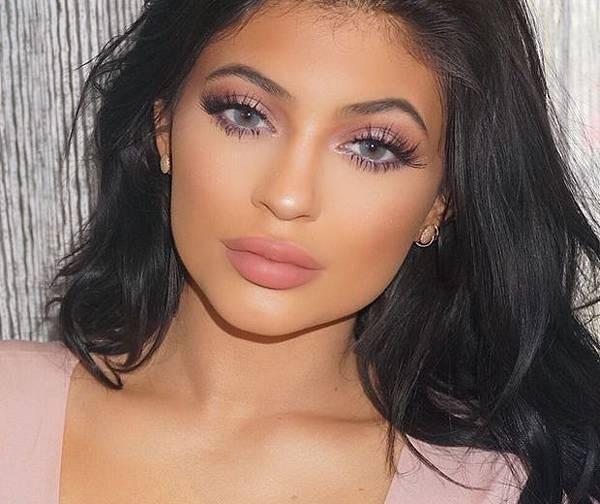 kylie-jenner-doll-like-make-up