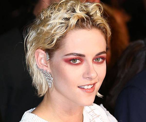 kristen-stewart-red-eyeshadow-cannes-film-festival_0-1.jpg