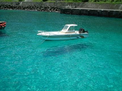 清澈見底的海水