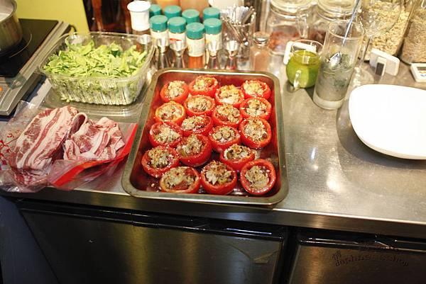 蕃茄盅和牛五花和芝麻菜