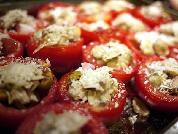 盛開的蕃茄盅