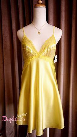{AnneBra} 霓黃色。蕾絲緞面連身襯衣