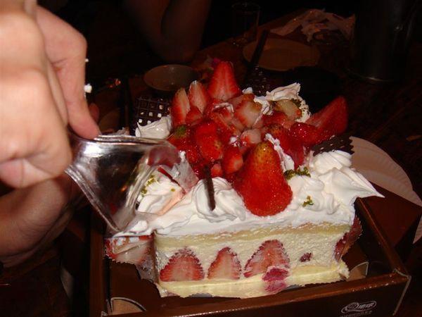 好多草莓非常難切~~