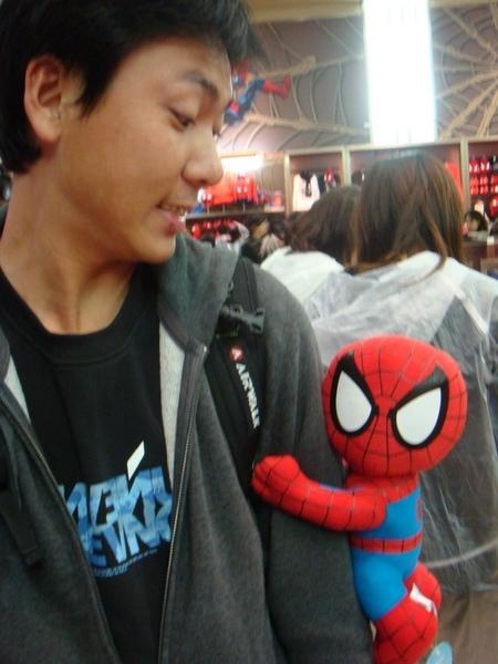 超Q的蜘蛛人 可是買回來不知道放哪就沒買了 小胖很逗趣阿XD
