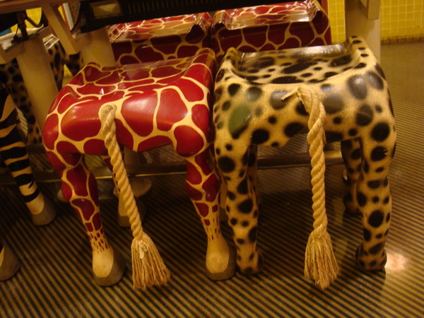 晚上吃大阪燒  這是店裡面的椅子  超搞笑XD