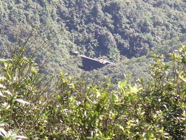 從燦光寮山山頂下望牡丹溪的廢棄水壩