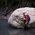 但有點可惜的是:很多岩石被人胡亂噴了紅色油漆