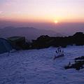 在雪山頂看夕陽,真舒服! 真美!!