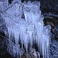霸下路面結冰,很滑溜,得小心!