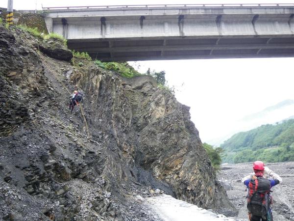 2009-05-28 08-23-10_實谷富溪溯登魔葉名病山_0015.JPG