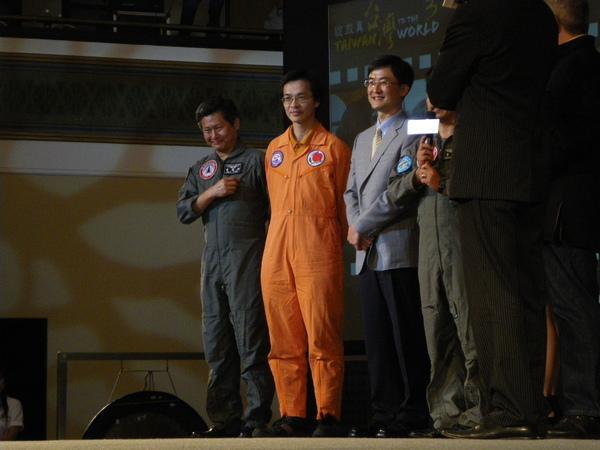 2009-06-16 15-06-25_首映記者繪_0024.JPG
