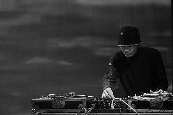 DJ Point  03.JPG
