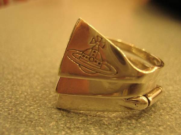 Vivien Westwood戒指