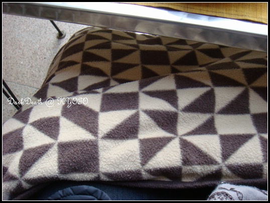 戶外座位提供貼心的毯子