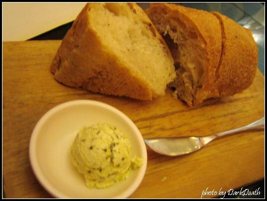 香草麵包佐羅勒奶油