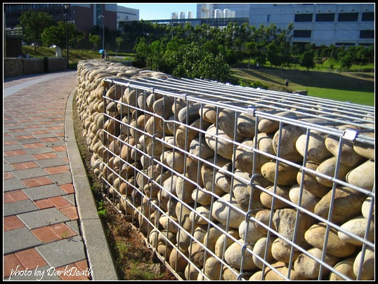石籠做成的圍牆