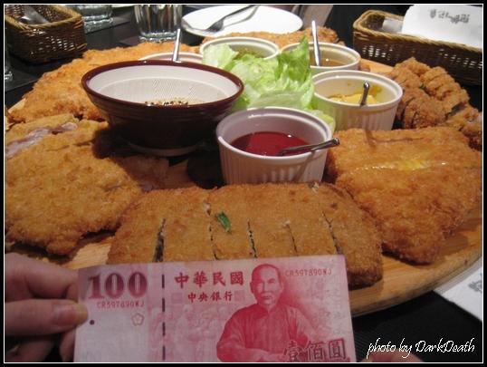 豬排大拼盤與新台幣百元鈔的比較