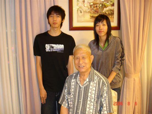 爺爺和霖霖、小琪兄妹