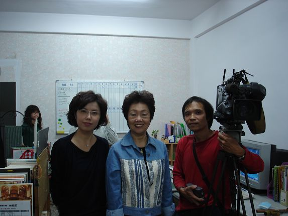 公視洪蕙竹小姐和攝影師洪爺(主角是那臺攝影機)