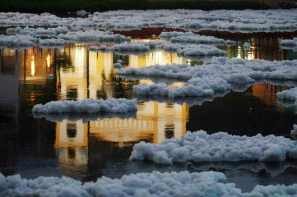 巴西鐵特河泡沫污染008.jpg