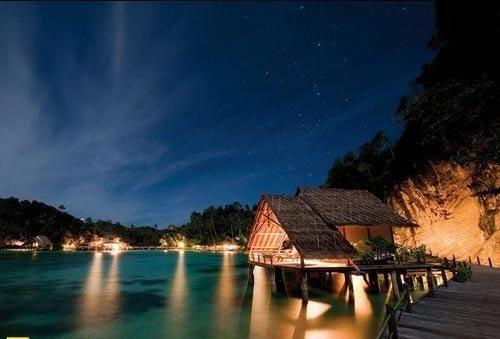 全球最美海濱島嶼 1.印尼四皇群島.jpg