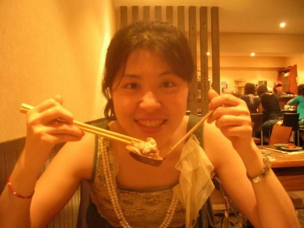 這個幸福的小孩,96.06.28就要去巴黎留學了,今天約好在高師大附近請她吃飯敘舊,挺羨慕她的>///<