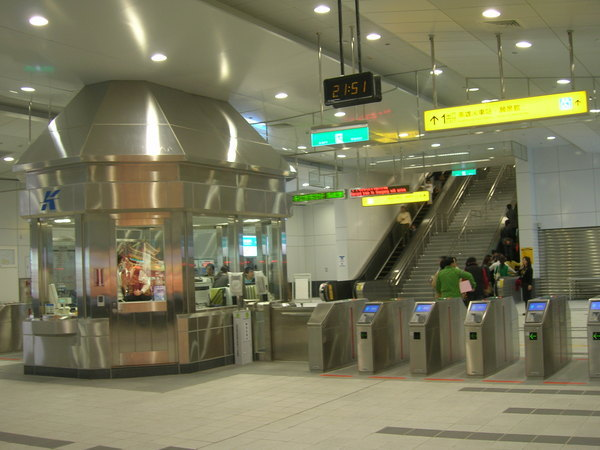 R11 高雄車站出口閘門