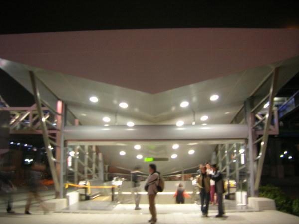R11 高雄車站1號出口